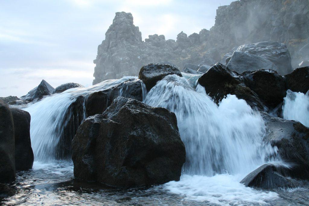 waterfall-631619_1920